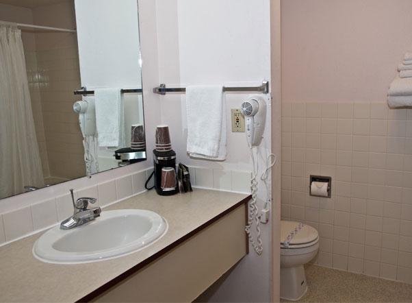 King Oscar Motel Centralia Bathroom