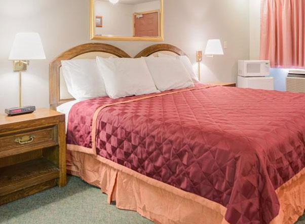 King Oscar Motel Centralia King Guest Room